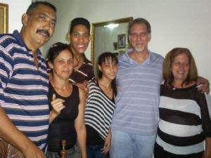 René con mi familia en mi Casa